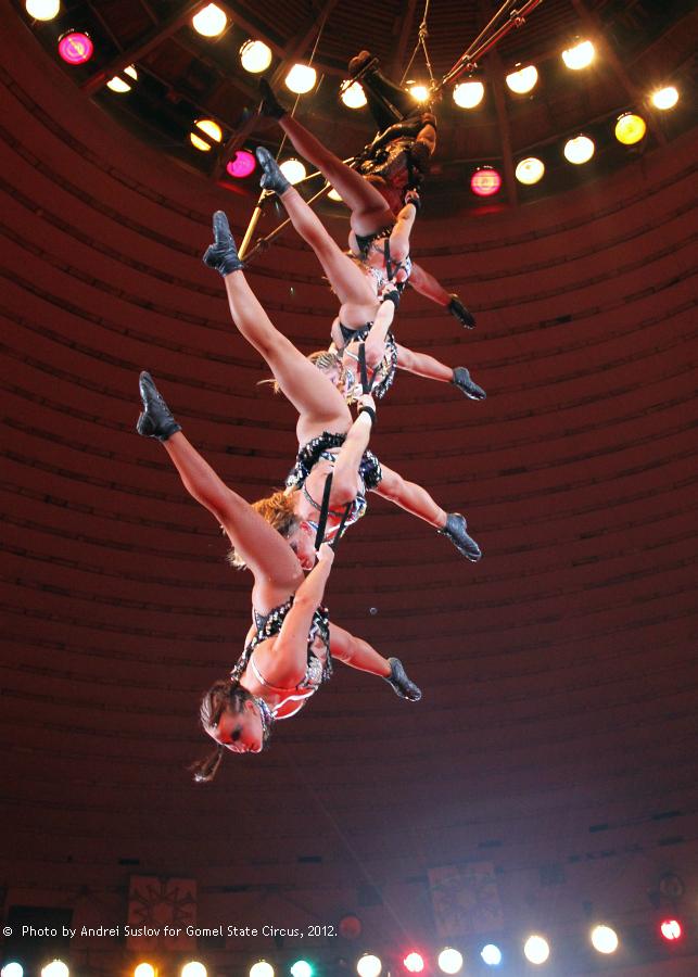 фото в цирке гимнастки